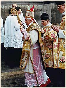Traditional Latin Mass with Then-Cardinal Ratzinger
